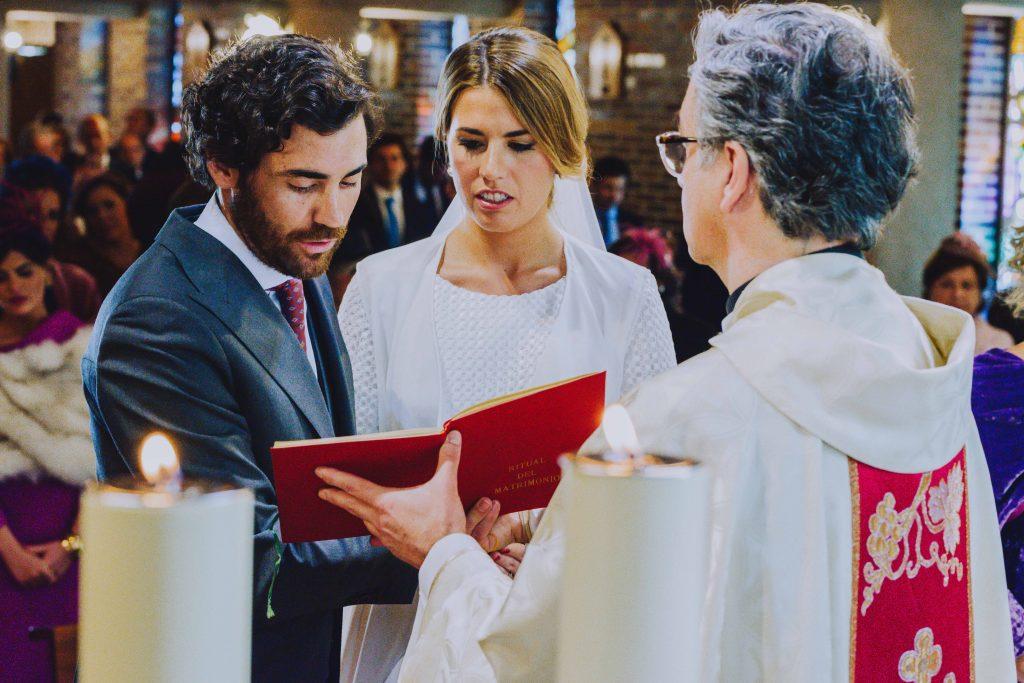 Boda Enrique y Belen Iglesia novio y novia ceremonia, misa, familia, amigos