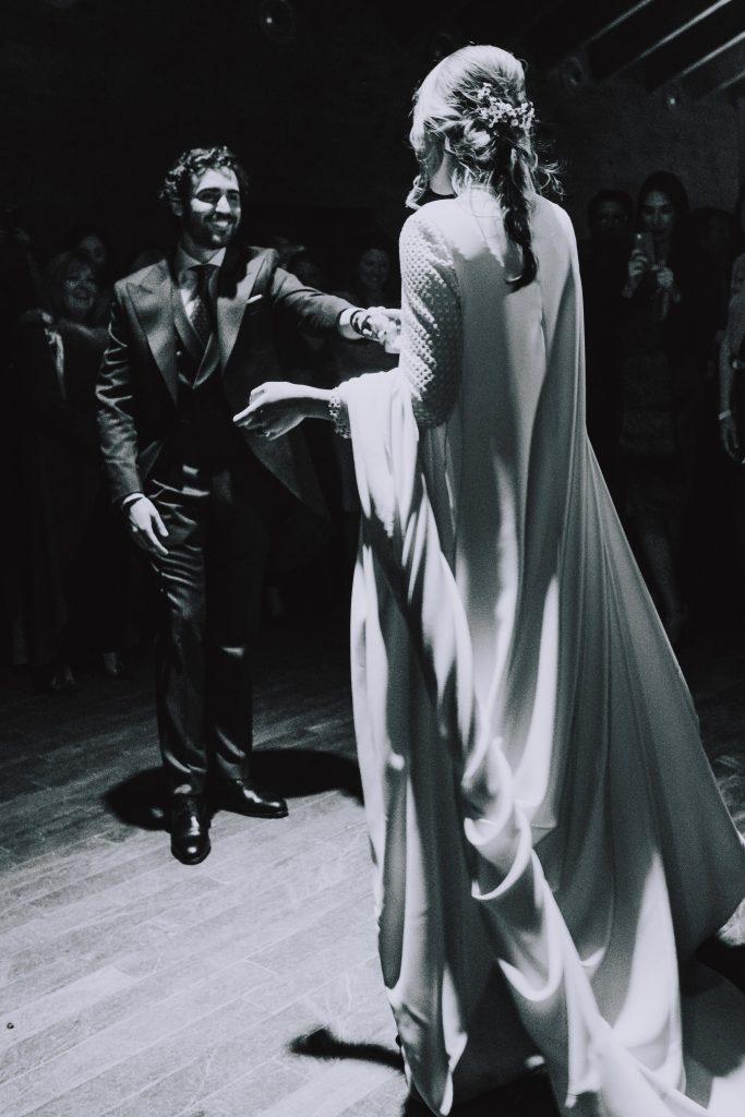 Boda Enrique y Belen, paseo con los novios, finca, pareja, amor, recién casados, marido y mujer, baile, comida, celebración,