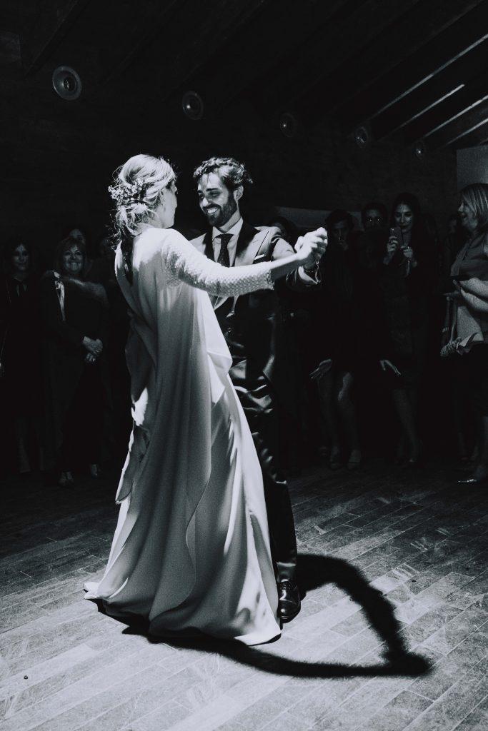 Boda Enrique y Belen, paseo con los novios, finca, pareja, amor, recién casados, marido y mujer,